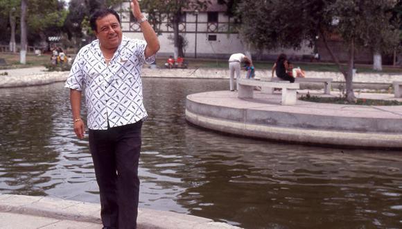Cualquiera se deleita con un bolero, más aún cantado por Lucho Barrios, hay que tener barrio, escucharlo entre copa y copa para sentir que a uno le remueven el alma. Foto GEC Archivo