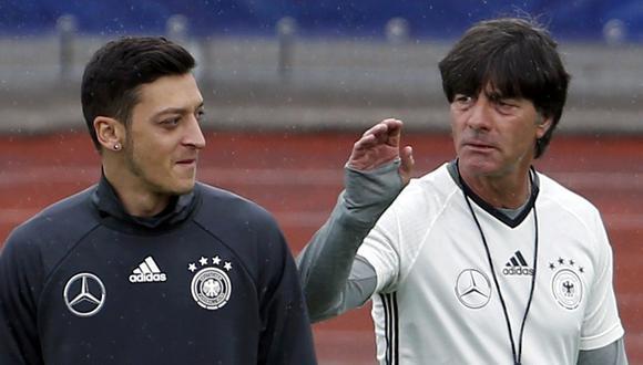 Mesut Ozil renunció a la selección alemana y no ha aceptado ninguna comunicación con su entrenador Joachim Low. (Foto: Reuters)