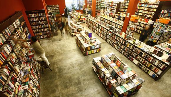 """Para la Librería El Virrey, sus libros más vendidos del año 2020 fueron """"El espía del inca"""", de Rafael Dumett; """"Medio siglo con Borges"""", de Mario Vargas Llosa; y """"El código García"""" (de varios autores). (Foto: El Virrey)"""