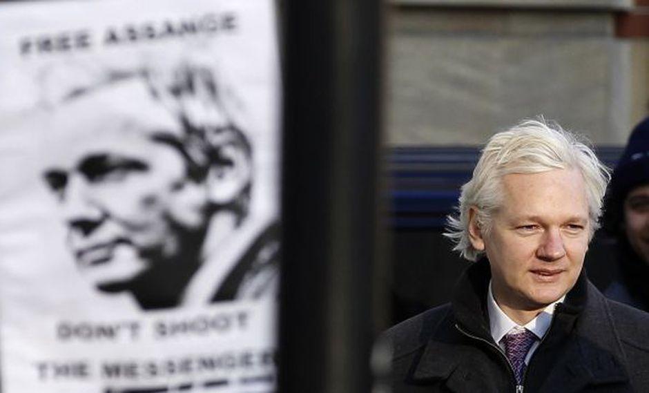 APOYO. Seguidores de Assange se manifestaron en las afueras de la embajada ecuatoriana en Londres. (Reurters)