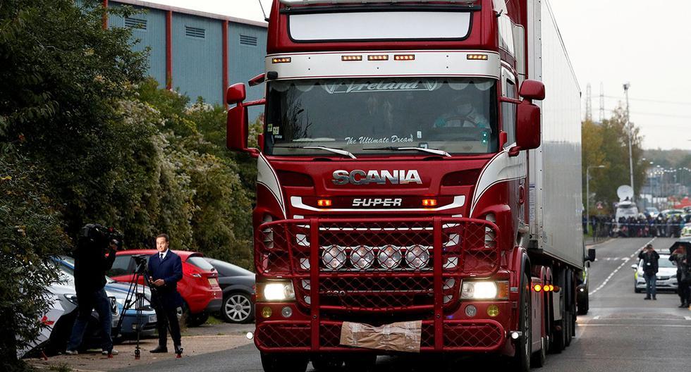 Archivo. La policía mueve el contenedor del camión donde se descubrieron los 39 cuerpos de vietnamitas, en Grays, Essex, Gran Bretaña. (Foto: Reuters)