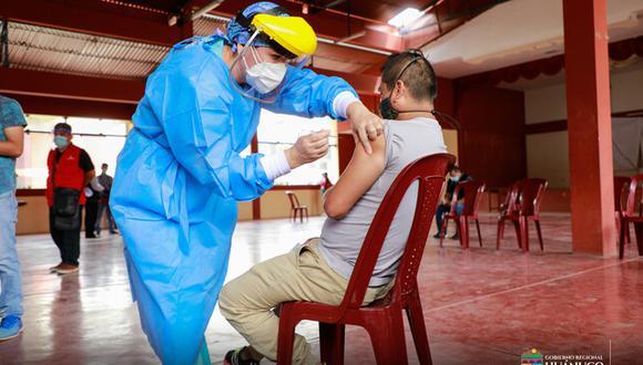 Huánuco: inmunizaron a 80 profesionales de la salud del hospital temporal de Amarilis contra el COVID-19 (Foto: Gore Huánuco)