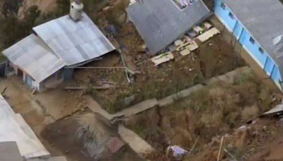 Los ingenieros del IGP llegaron al lugar y constataron el riesgo que enfrentan los residentes tras el deslizamiento de masas. (Captura: Canal N)