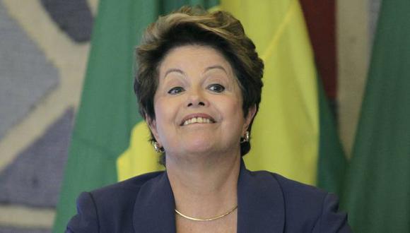 Dilma Rousseff también recibe respaldo ciudadano por su manejo de la economía. (Reuters)