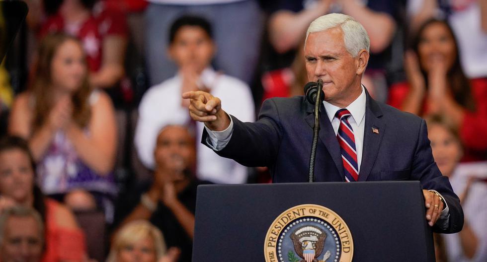 El vicepresidente Mike Pence hace un gesto a los partidarios en un mitin de campaña en Cincinnati, Ohio (Estados Unidos), 1 de agosto de 2019. (REUTERS/Bryan Woolston).