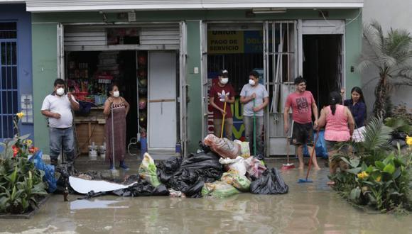 Sectores afectados por aniego amanecieron con olores fuertes. (Foto: Anthony Niño De Guzmán)