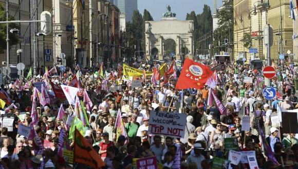 SE OPONEN. Manifestantes acamparon en el centro de la ciudad para iniciar sus actos de protesta. (EFE)