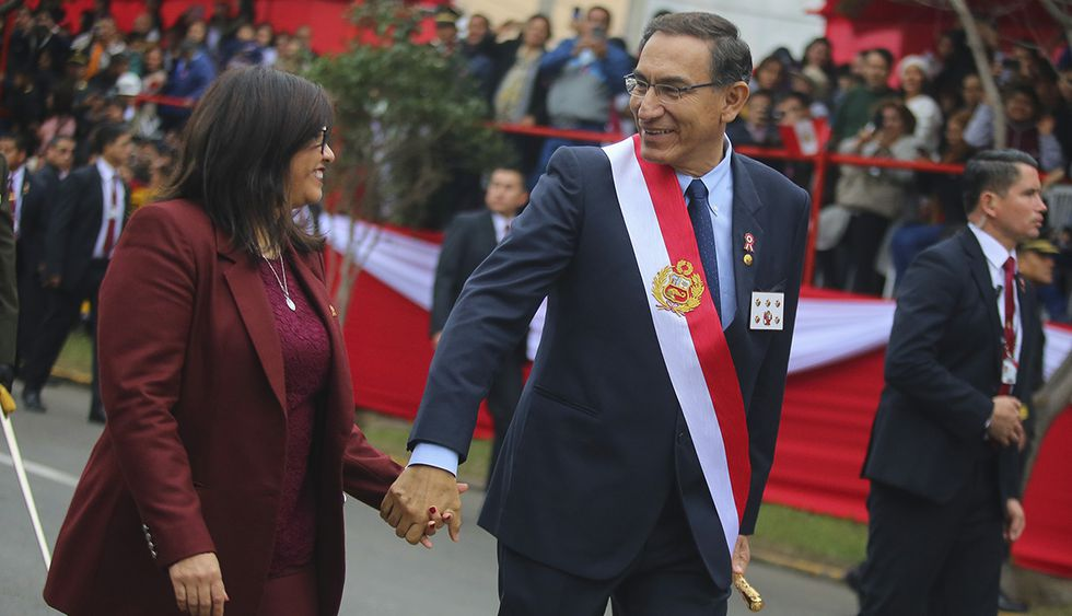 Presidente Martín Vizcarra y la primera dama, Maribel Díaz, en un recorrido por 28 de julio en la Av. Brasil. (Foto: Presidencia de la República)