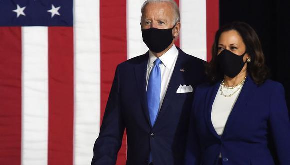 El candidato presidencial demócrata y Joe Biden y su compañera de fórmula a la vicepresidencia, la senadora estadounidense Kamala Harris, llegan para realizar su primera conferencia de prensa juntos en Wilmington, Delaware. (Foto: Olivier DOULIERY / AFP).