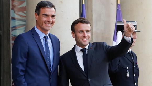 Pocos minutos después de las 20.00 horas, Sánchez hizo entrada en el Elíseo, donde lo esperaba Macron. (Foto: AFP)