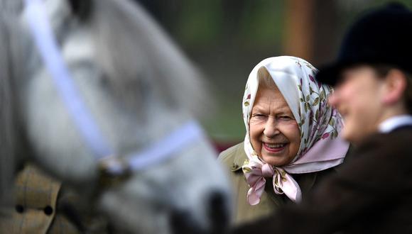 La reina Isabel II del Reino Unido es una fanática de las carreras de caballos. (Foto: AFP)