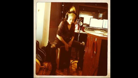 Mostró una fotografía tocando el cajón. (Twitter de Shakira)