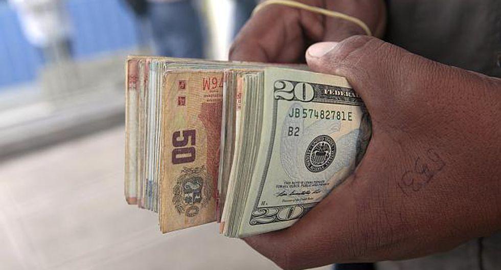 El dólar se vendía aS/3.350 en el mercado paralelo este miércoles. (Foto: USI)
