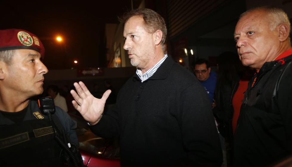 El alcalde de Miraflores, Jorge Muñoz, pidió al ministro del Interior, Daniel Urresti, mayor dotación policial para su distrito. (César Fajardo/Perú21)