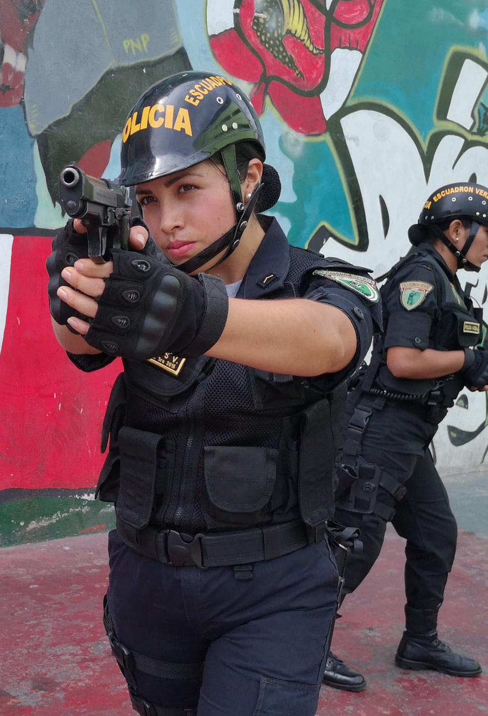 Hoy Se Conmemora El Dia De La Mujer Policia Peru Peru21 «día de la mujer», «día del trabajo», «día de los enamorados» y todos los nombres de festividades se escriben con iniciales mayúsculas, señala la internacional de la mujer, navidad, domingo de resurrección, día de acción de gracias… sin embargo, cuando con el nombre (a menudo en plural). hoy se conmemora el dia de la mujer
