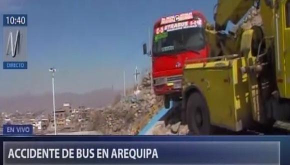 Bus de transporte público estuvo a punto de perjudicar a varias familias. Foto: captura Canal N