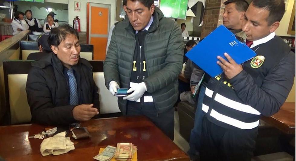 Funcionario fue detenido en un restaurante y tenía dinero en su casaca. (Agenda Pasco)