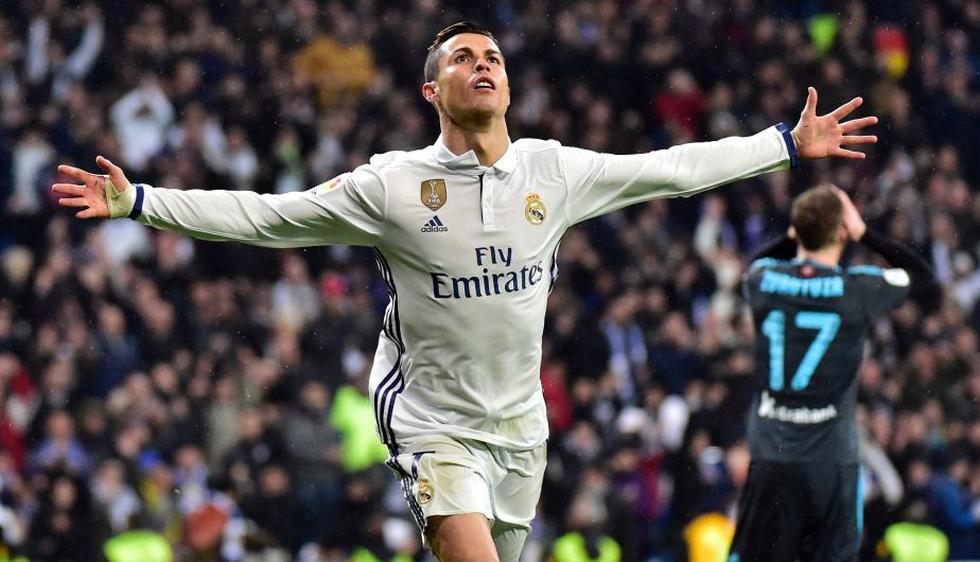 Real Madrid goleó 3-0 a la Real Sociedad y es el único líder de la Liga española. (AFP)