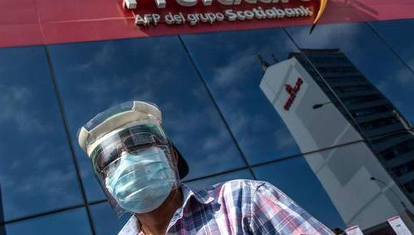 si el congreso aprueba proyecto de retiro del 100% de los aportes de afiliados a las AFP. La SBS advirtió que se reducirá el número de peruanos que tendrán una pensión de jubilación. (Foto: AFP)