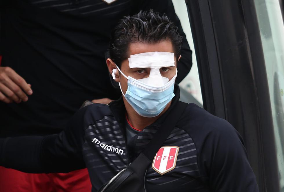 Gianluca Lapadula llegó con la nariz vendada al entrenamiento en el estadio Nilton Santos. (Foto: Jesús Saucedo/@photo.gec)