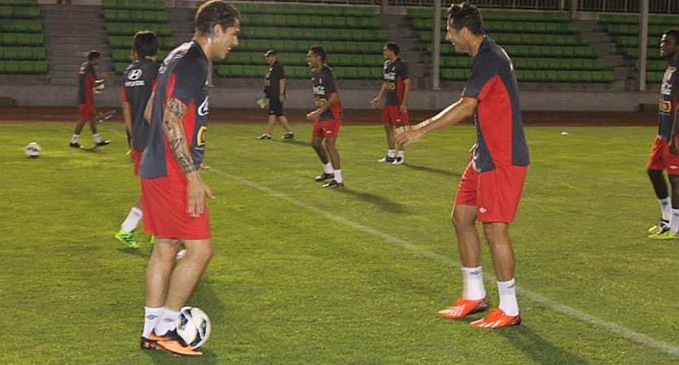 Hay buen ánimo en el plantel. En la imagen Paolo y Claudio. (FPF)