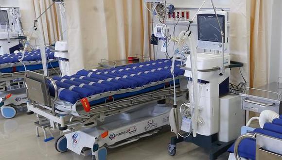 Frank Brito reveló que en comparación con tarde de hoy, la cual indicó que había 822 camas UCI, ahora hay 807, de las cuales 645 están ocupadas y 162 se encuentran disponibles en los hospitales.  (Foto: Minsa).