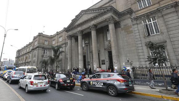 Cinco médicos del hospital Arzobispo Loayza atendían en clínicas privadas durante horas en las que supuestamente debían estar trabajando para el Ministerio de Salud. (El Comercio)