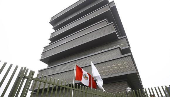 Trabajadores son acusados de presuntamente haber sustraído 369 resmas de papel de un almacén del ministerio. (Foto: Andina)