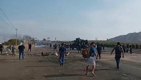 Conductores y pasajeros se unen a la PNP para despejar a los manifestantes agropecuarios (Foto: Difusión)