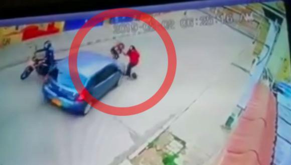 La joven delincuente resultó ilesa tras ser embestida por un conductor en Bogotá, Colombia. (Foto: Captura)