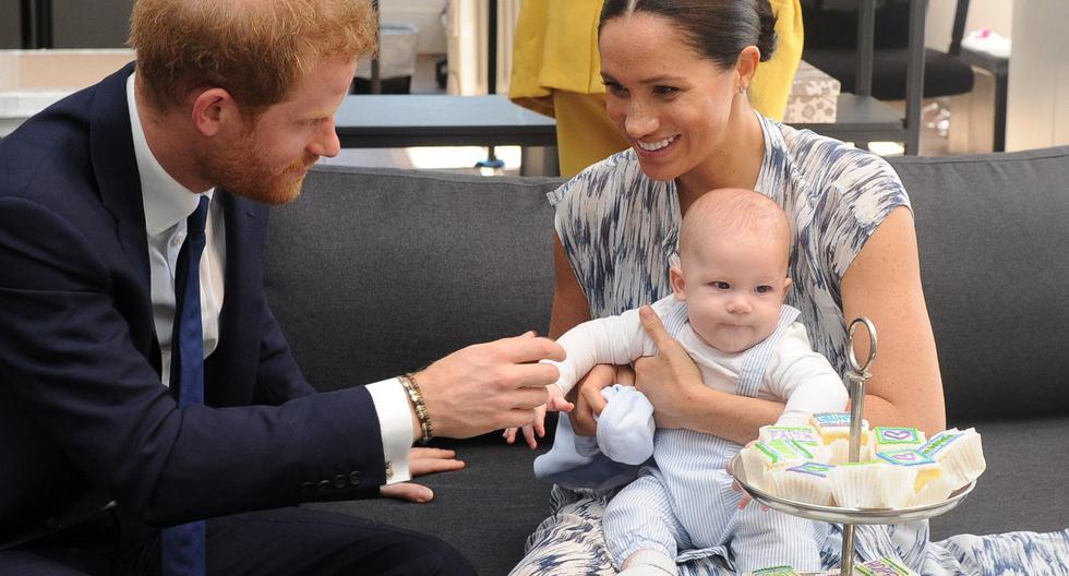 El príncipe Enrique, Meghan de Sussex y su hijo Archie. (Foto: AFP)