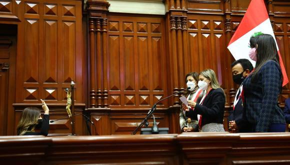 Leslye Lazo (Acción Popular) juró como parlamentaria andina este martes 27 de julio. (Foto: Congreso)