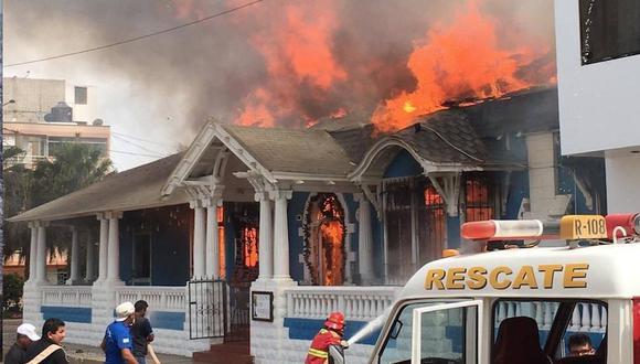 Incendio destruyó la tradicional Casa Zoeger en Pimentel. (Indeci)