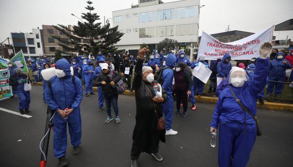 Comerciantes ambulantes protestaron en los exteriores de la Municipalidad de Santa Anita. Piden retornar a trabajar en la vía pública. (Foto: Britanie Arroyo/GEC)