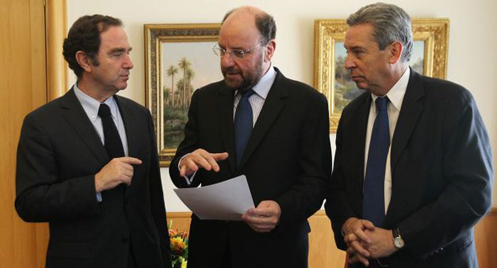 Documento fue entregado a canciller chileno, Alfredo Moreno. (EFE)