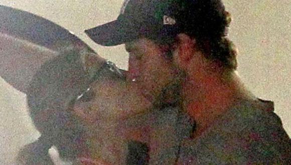 Mexican besó al actor cuando se despedían. (E! Online)