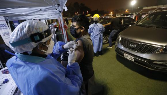 La vacunatón se realiza los fin de semana y cumple un horario de 36 horas ininterrumpidas que abarca el horario nocturno y de madrugada. (Foto: GEC)