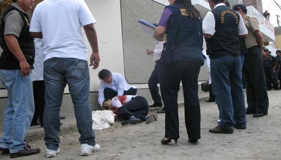 SE BUSCA. Policía tras los pasos de los asesinos del fiscal de Casma. (USI)