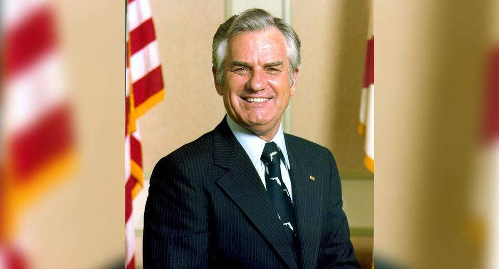 En esta foto de 1987 y obtenida de los archivos del Estado de Florida, Wayne Mixson posa en Tallahasee, Florida. (The State Archives of Florida/AP).