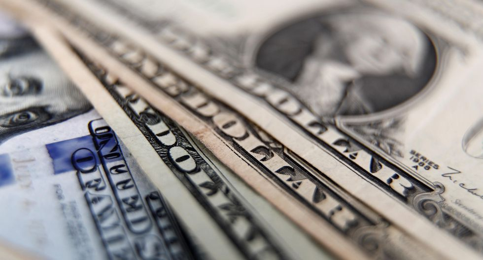 En el mercado paralelo o casas de cambio de Lima, el tipo de cambio se cotiza a S/ 3.445 la venta. (Foto: EFE)