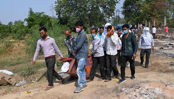La India registró además 3.980 muertes en las últimas 24 horas, un récord oficial en el país pese a que los expertos advierten de que la cifra real podría ser mayor, elevando la cifra total de fallecimientos a 230.168. (Foto:  Prakash SINGH / AFP)