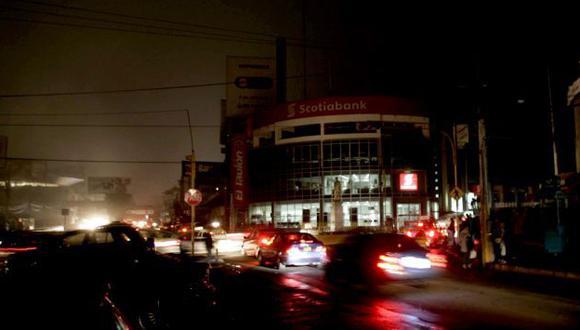 EN TINIEBLAS. La Ciudad Blanca quedó a oscuras más de 1 hora. (Heiner Aparicio)