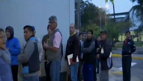 Largas colas se registran en exteriores del Setame. (Foto: Captura/RPP Noticias)