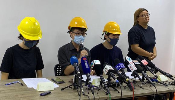 Tres jóvenes enmascarados del reciente movimiento antigubernamental en curso de Hong Kong brindaron una conferencia de prensa. (Foto: AFP)