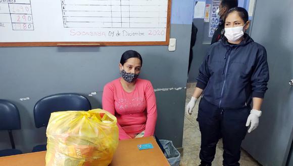 Arequipa: Jennifer Quevedo Lette fue detenida cuando intentaba ingresar al penal de Socabaya con ocho sobres de mazamorra morada instantánea que en realidad contenían clorhidrato de cocaína. (Foto: INPE)