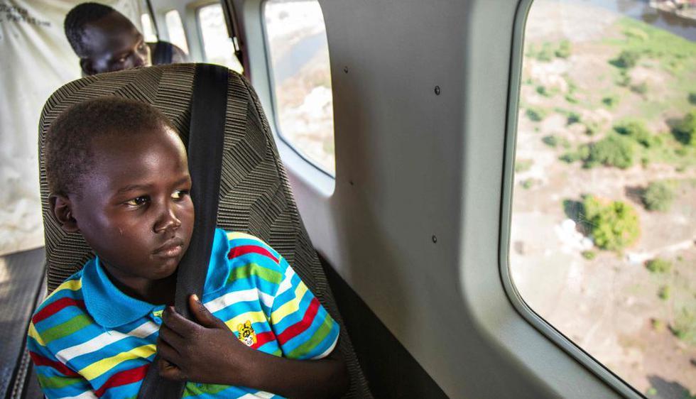 Unicef: 9 de cada 10 diez niños refugiados que llegaron a Italia en 2016 lo hicieron solos. (AFP)