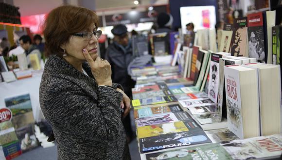 Martín Vizcarra promulgó la Ley del Libro que fue aprobada el 8 de octubre a escasos días del vencimiento de los beneficios vigentes en favor del sector literario.(Foto: GEC)