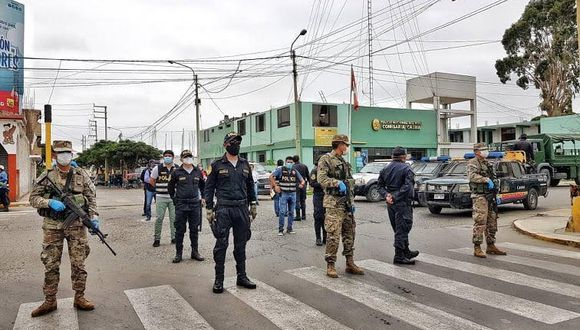 Los militares y policías son los encargados de hacer cumplir el toque de queda en el Perú. (GEC)