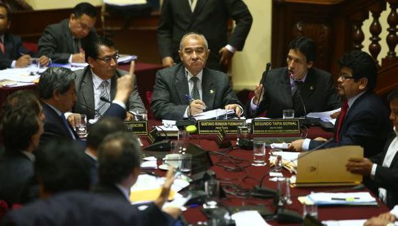ARDUO TRABAJO. Fiscalización corrigió las irregularidades y ahora tendrá que investigar a dos exmandatarios. (R. Cornejo)