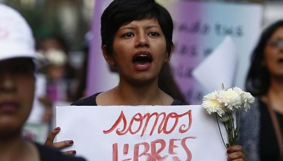 Mujeres marcharon de luto por el Día de la No Violencia Contra la Mujer. (Piko Tamashiro)